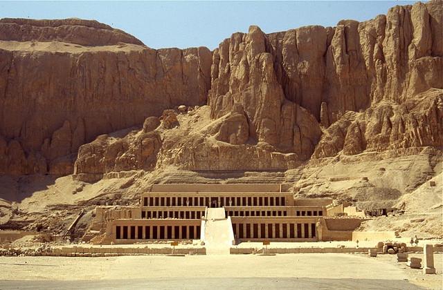 Chrám královny Hatšepsut - foto: Charlie Phillips