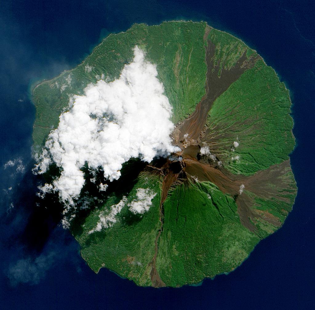 Manam Volcano, Papua New Guinea - foto: NASA Goddard Space Flight Center