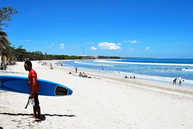 Bali, pláž Kuta - foto: Donald Man