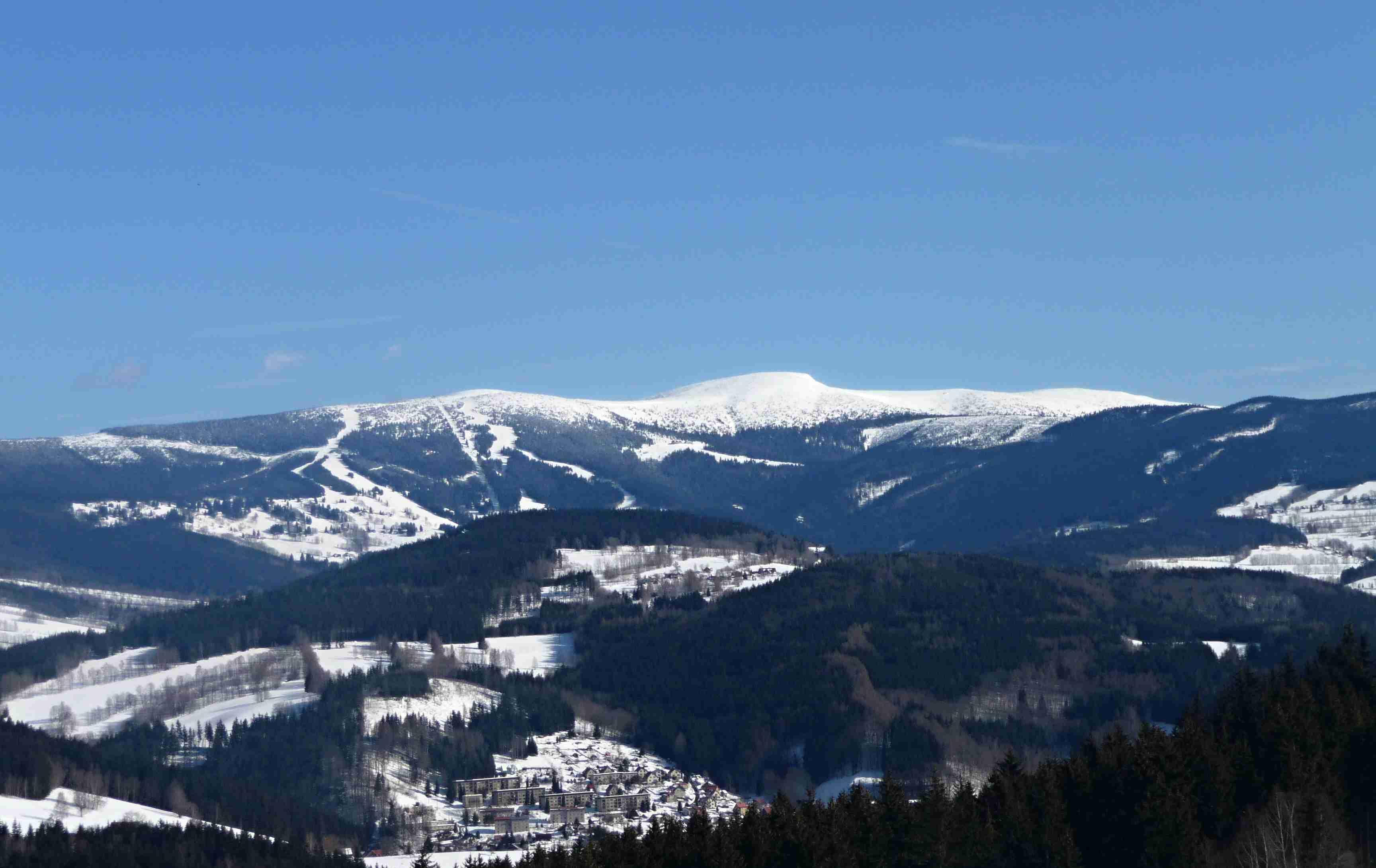 Vysoké nad Jizerou, výhled na Kotel a Lysou horu